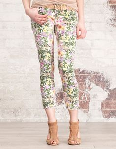 Cropped floral print trousers from Stradivarius