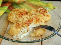 Schiacciate di patate e ricotta al forno con cuore filante