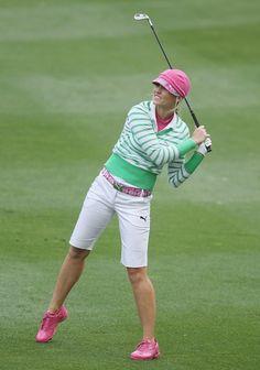 This pink & green Puma ensemble that Kim Hall is wearing is preppy fun Girls Golf, Ladies Golf, Women Golf, Blair O'neal, Cute Golf Outfit, Trendy Golf, Golf Attire, Perfect Golf, New Golf