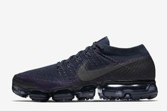 Another Nike Air VaporMax in College Navy will be releasing to kick off the Fall 2017 season. Mens Nike Air, Nike Air Vapormax, Nike Men, Cheap Sneakers, Air Max Sneakers, Sneakers Nike, Nike Vapormax Flyknit, Shoe Releases, Vogue