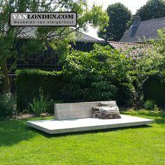 Lounge ligbed plateau van steigerhout ... www.VanLonden.com Small Gardens, Outdoor Seating, Garden Inspiration, Garden Design, Backyard, Landscapes, Pictures, Outdoors, Diy