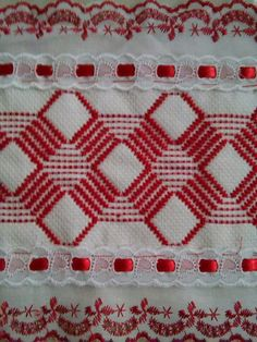 Bordados Swedish Embroidery, Towel Embroidery, Hand Embroidery Designs, Cross Stitch Embroidery, Cross Stitch Patterns, Crochet Crafts, Sewing Crafts, Swedish Weaving Patterns, Monks Cloth
