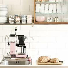 Koffie break? Take it slow met een bakkie uit de Moccamaster. In verschillende kleuren te koop bij Loods 5 Amersfoort voor 189.- Lees ook meer op onze blog! Foto:@designhund #koffie #moccamaster #ouderwetsgenieten #home #pink
