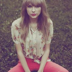 """Taylor Swift - """"Your lucky enough to be different, never change"""""""