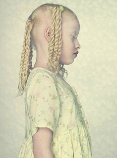 Photographer Captures 'Albinos' In Thought Provoking Photo Series :  http://www.gustavolacerda.com.br/