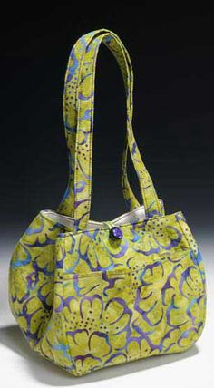 The Two Hour Tulip Purse Pattern by Janice Pope of Anything But Boring offers instructions and pattern pieces for four different size Tulip handbags.