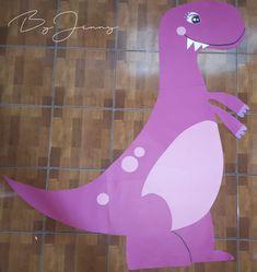 Decoración de Dinosaurios hecho con papel de color. Más fotografías dando clic a la imagen. Dinosaur Decorations, Colored Paper, So Done, Paper Envelopes