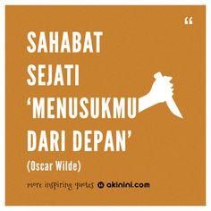 """""""Sahabat sejati menusukmu dari depan""""  (Oscar Wilde) Qoutes, Life Quotes, Oscar Wilde, Yang Satu, Literature, Friendship, Best Friends, Faith, Dan"""