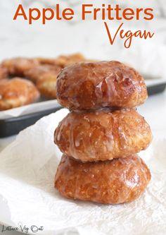 Vegan Apple Fritter Recipe, Vegan Donut Recipe, Vegan Doughnuts, Baked Donut Recipes, Apple Recipes, Baking Recipes, Vegan Fritters Recipe, Easy Donut Recipe, Vegan Dessert Recipes