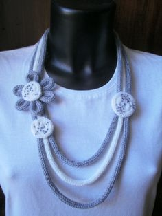 Tricotin necklace with flowers by cosediElle