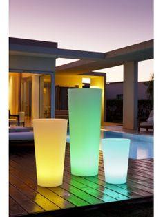 A la fois pot de fleurs et luminaire de jardin, le pot Tango de Smart & Green est respectueux de l'environnement. Enfin un éclairage eco-friendly idéal ! https://www.jardin-concept.com/p-pot-de-fleurs-lumineux-tango-124-6279.html