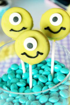 monster choc covered oreos (ps, love the turquoise m&m filler)