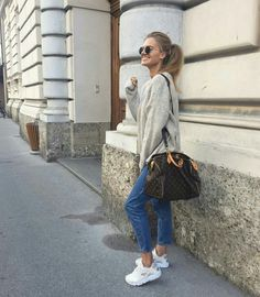 30 Outfits, Casual Outfits, Fashion Outfits, Sneakers Fashion, Louis Vuitton Neverfull, Louis Vuitton Speedy Bag, All White Shoes, White Huaraches, Outfit Look