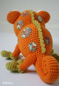 Chameleon was an order from my local kids furniture company Muruum. They have chosen chameleon to be their mascot toy. Reptiles are not my strongest side I believe, but it`s always interesting to try new...