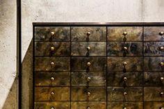 Thomas Schuhe - Bespoke // Sideboard mit Messingfronten