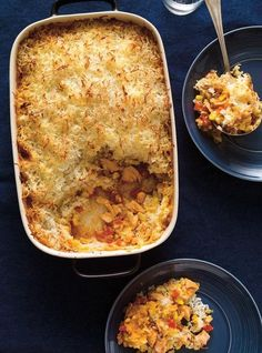 This family-friendly recipe is a fishy twist to the classic shepherd's pie. Salmon Recipes, Fish Recipes, Seafood Recipes, Dinner Recipes, Freezer Cooking, Cooking Recipes, Healthy Recipes, Weeknight Meals, Quick Meals