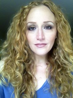 Love this pic of Stephanie Klein - it's like my real hair, only longer. #ElizabethArden  #BeautifulToMe