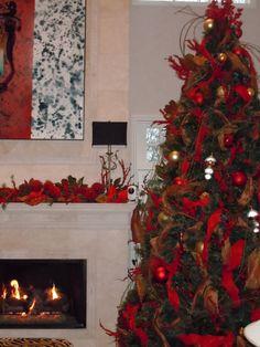 A beautiful holiday tree and mantel inside the Kincaid home on the Kappa Homes Tour. #KKG #KKG1870