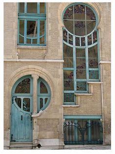 Rue du lac 6 Brussels (Belgium) ending year of construction was 1902. Architect Ernest De Lune. House was built for a master glassworker