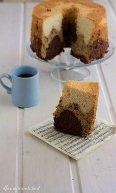 Oggi una variazione della classica: chiffon cake vaniglia caffe e cacao. Una ciambella che si presta a mille variazioni. Qui con video per la sformatura