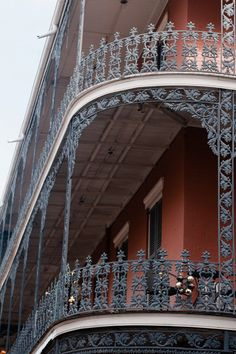 French Quarter, New Orleans Wrought Iron Fences, New Orleans Homes, Bakery Ideas, I Want To Travel, George Washington Bridge, French Quarter, Southern Charm, Mississippi, Louisiana