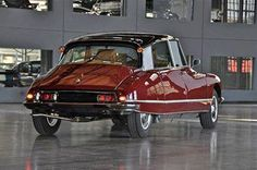 Citroën DS21 Pallas..identical to my first car with the exception if the color,,Mine was black