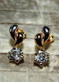 Aros con dos lagrimas y un circón cristal sombra Stud Earrings, Jewelry, Crystals, Gold, Jewelery, Jewellery Making, Earrings, Jewels, Ear Gauge Plugs