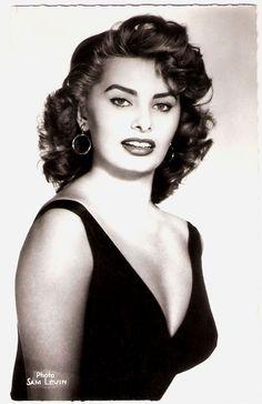 Sophia Loren..  French postcard