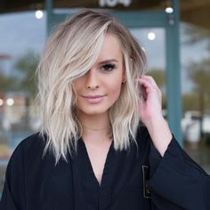 should length hair styles, wavy bob hairstyles, medium blonde haircuts,. Blonde Hair Cuts Medium, Ash Blonde Hair, Medium Hair Styles, Curly Hair Styles, Icy Blonde, Blonde Hair For Brown Eyes, Blonde Hair For Winter, Messy Medium Hair, Fall Hair