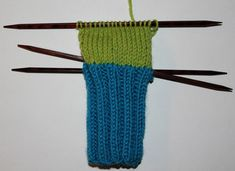 Hvordan strikke sokker til barn – Boerboelheidi Fingerless Gloves, Arm Warmers, Diy And Crafts, Om, Threading, Fingerless Mitts, Fingerless Mittens