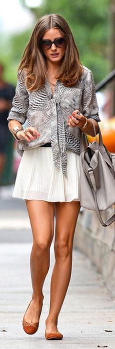 Olivia Palermo Photos - Olivia Palermo looks chic as usual going for a stroll in NYC. The fashionista wears a pleated white mini skirt, black and white blouse, tan purse and brown flats. - Olivia Palermo in NYC Estilo Olivia Palermo, Olivia Palermo Style, Printemps Street Style, White Pleated Skirt, Mini Skirt, Looks Street Style, Looks Chic, Mode Style, Street Chic