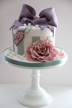 students work at faircake - tracy james from cotton and crumbs taught this beautiful boutique vintage cake