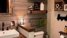44 The Best Rustic Small Bathroom Ideas With Wooden Decor Modern Farmhouse Bathroom, Farmhouse Wall Decor, Rustic Farmhouse, Farmhouse Style, Farmhouse Ideas, Bathroom Design Layout, Bathroom Design Small, Bathroom Designs, Layout Design