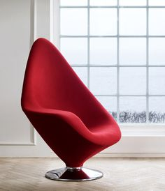 The Plateau modern lounge chair by Danish furniture manufacturer Engelbrechts is a really cool new chair design by Erik Magnussen that's as hot to look Danish Furniture, Art Furniture, Furniture Design, Long Chair, Wooden Office Chair, Office Chairs, Ikea, Futuristic Furniture, Diy Chair