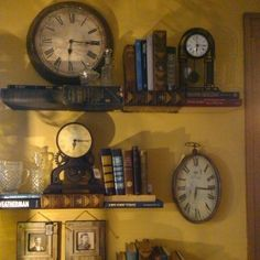 Collecting & Displaying Collections Of Vintage Clocks - Design and Decor - Vintage Clock Old Clocks, Antique Clocks, Vintage Clocks, Displaying Collections, Vintage Design, My New Room, Home Interior, Nooks, Sweet Home