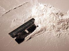 Fue en la década de los 80 cuando surge, desde iniciativas puntuales, la prevención de las adicciones a sustancias, aunque circunscrita al ámbito escolar. Se trataba de una prevención primaria, de carácter informativa y centrada en los alumnos, ya fuese a través de charlas de policías o de ex-toxicómanos, con bastantes conceptos que hacían referencia a estereotipos manejados por entonces cuando se hacía referencia al mundo de las drogas: «Drogadictos», «delincuentes», «heroinómanos»…