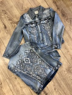 Grace in LA Womens Aztec Embroidered Jean Jacket - Women Jean Jackets - Ideas of Women Jean Jackets Embroidered Denim Jacket, Embellished Jeans, Jean Jacket Outfits, Jacket Jeans, Blue Jean Jacket, Looks Jeans, Painted Denim Jacket, Denim Ideas, Painted Clothes