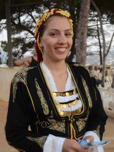 Local fashion: Coin jewelry from around the world Cretan Traditional Costume. Greek Traditional Dress, Traditional Fashion, Traditional Outfits, Beautiful People, Beautiful Women, Costumes Around The World, Greek Culture, Ukraine, Greek Clothing