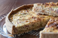 Bacon and leek quiche by Greek chef Akis Petretzikis. A scrumptious, rich quiche with a bacon, leeks and heavy cream filling that is perfect for any occasion! Quiche Recipes, Tart Recipes, Greek Recipes, Desert Recipes, Raw Food Recipes, Brunch Recipes, Cooking Recipes, Leek Quiche, Whats For Lunch