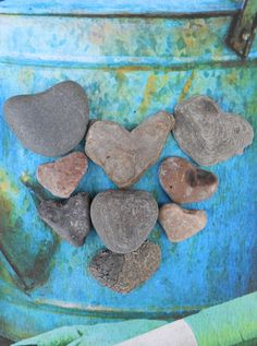 Hartvormige stenen, gevonden in Scandinavië. Het is even zoeken, maar dan heb je wel wat :-)