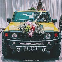 w e d d i n g c a r  #wedding #weddingcar #bride #cinematic #photography #vintage #visualsoflife #liveauthentic #livefolk #lifestyle #hummer #car #vsco #vscocam #vscogood #vscofilm #kodak #all_shots #shotaward #justgoshoot #ink361 #instagood #igers #instamood #streetdreamsmag #filmisnotdead by adimashermawan