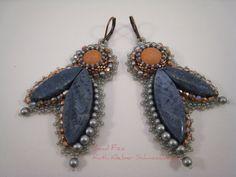 Perlenstickerei Ohrringe Kupfer und blaue Koralle von BeadFizz