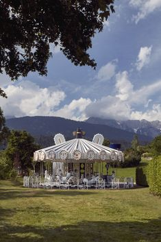 Between the Tyrolean mountains in the realm of the Giant of the Swarovski Crystal Worlds you can find a beautiful installation. The Spanish artist and designer Jaime Hayon has designed a carousel especially for the Swarovski Crystal Worlds, which stands in perfect contrast to the landscape with its black, white and gold tones. Get in! #kristallwelten Swarovski Crystal World, Swarovski Crystals, O Rico, Spanish Artists, The Expanse, Pop Up, Fair Grounds, Fantasy, This Or That Questions