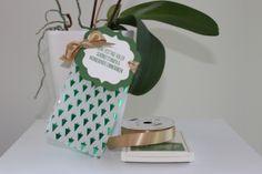 """Gift Bag / Geschenktüte for Christmas / Weihnachten handmade wirh Stampin ' Up!, Circle Punch, Satinband, Deco Labels Collection, Designerpergament mit Prägedesign Winterfantasie, Framelits Etikett-Kunst, Garden Green, Gartengrün, Geschenktüte, gift bag, Gift Bag Punch Board, Gold 5/8"""" Satin Ribbon, Handstanze 1/8"""" (3, Holidays Fancy Foil Designer Vellum, Stanz- und Falzbrett für Geschenktüten, Willkommen Weihnacht  https://stempelnstanzenstaunen.wordpress.com/"""