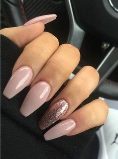 In seek out some nail designs and some ideas for your nails? Here is our listing of must-try coffin acrylic nails for modern women. Cute Acrylic Nails, Cute Nails, Pretty Nails, My Nails, Holiday Acrylic Nails, Bio Gel Nails, Acrylic Nail Designs Glitter, Gold Acrylic Nails, Gold Nail Art