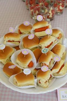 Wald-Baby-Dusche - Bri's Pool Party - - Baby Shower Foods - Comida Recetas Forest Baby Showers, Food Platters, Finger Foods, Kids Meals, Catering, Birthday Parties, Birthday Cakes, Food And Drink, Woodland Baby