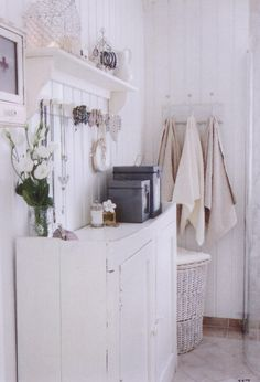 easy way to find jewelry - place on peg hooks