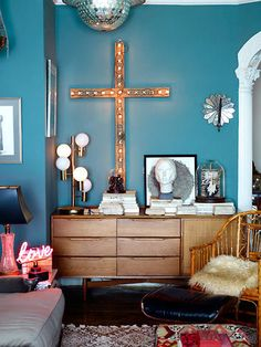 new york apartment inspiration. Murs Turquoise, Teal Walls, Turquoise Walls, Interiores Design, Decoration, Home And Living, Interior Inspiration, Interior And Exterior, Living Spaces