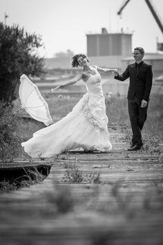 Hochzeitsfoto Spaziergang am Hafen