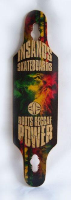 Shape Skate Longboard Dropthroug Insanos 39  recorte para encaixe dos trucks proporciona um rebaixamento do skate, aumentando sua estabilidade. Indicado para freeride, dancer e speedy.
